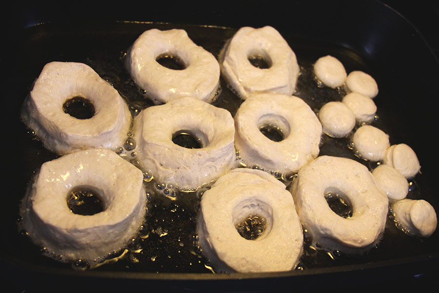 Easy Biscuit Donuts #easyrecipes #breakfast #donuts