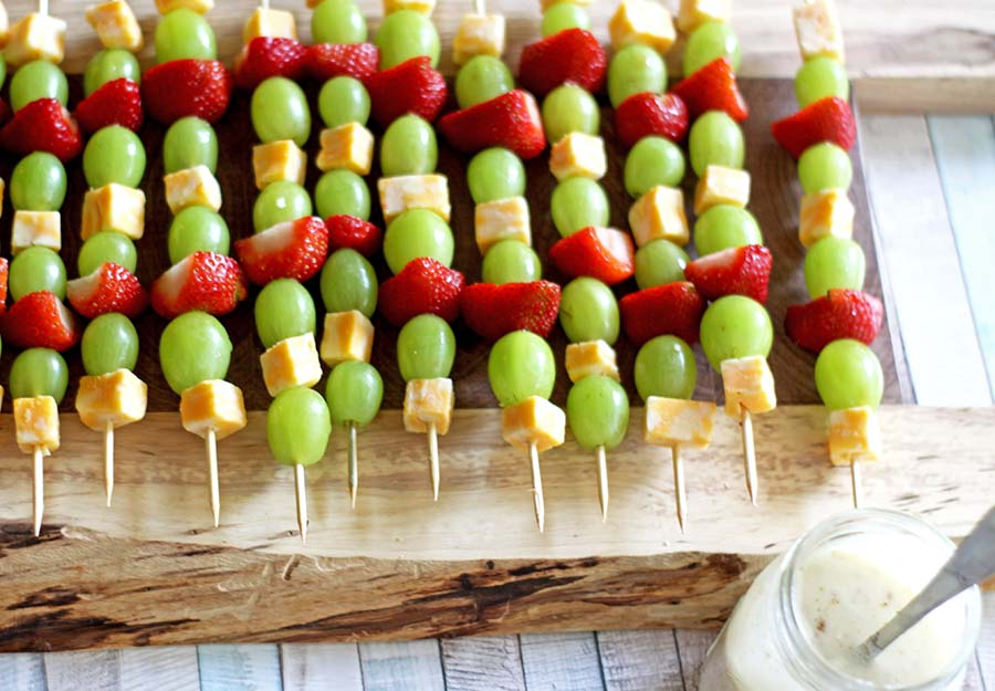 Fruit Kabobs | Spoonful of Easy #fruitkabobsdip #fruitkabobskids