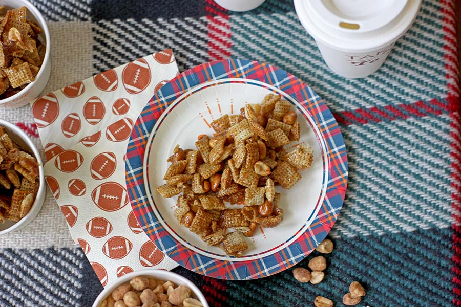 Caramel Apple Chex Mix is a great sweet chex mix recipe for parties! #desserts #partyfood