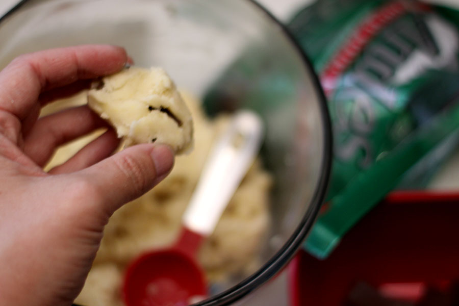 Easy Mint Sugar Cookie Recipe #christmascookies #christmascookieideas