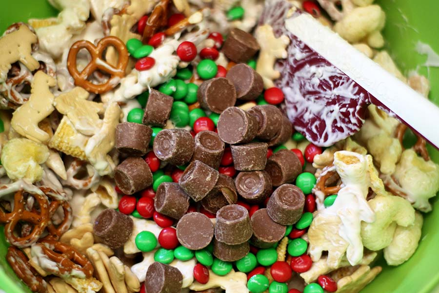 Christmas Animal Cracker Mix #snackmix #christmas