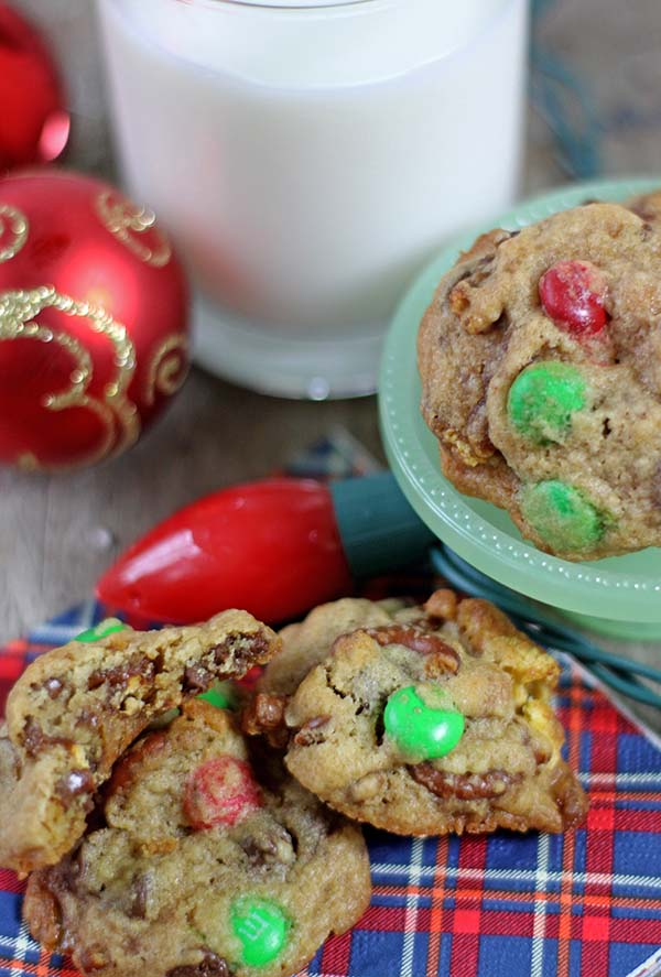 Sweet and Salty Chocolate Chip Cookies #desserts #cookies