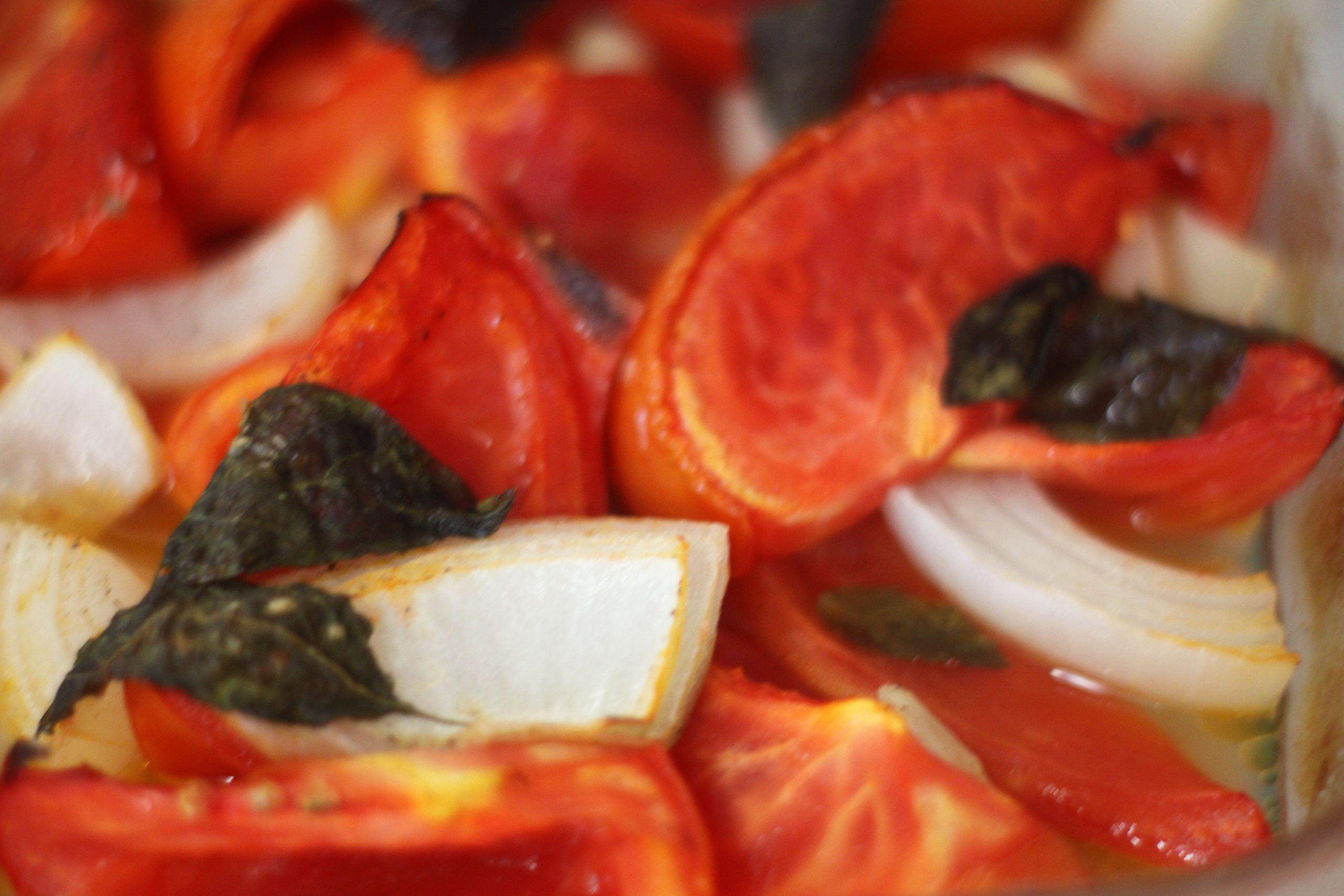 Oven-Baked Tomato Sauce with Fresh Tomatoes